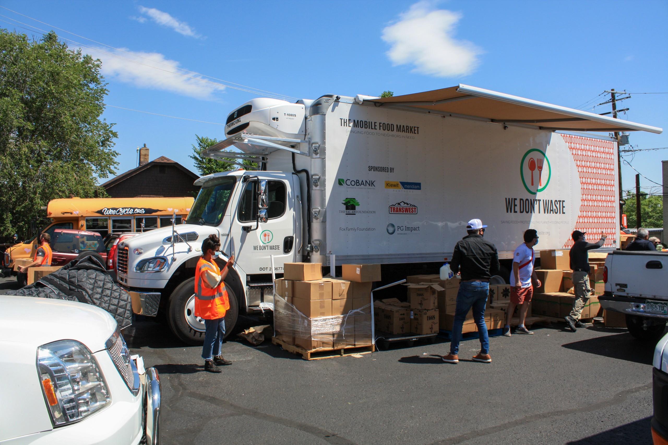 We Dont Waste Mobile Market Full Truck Unloading